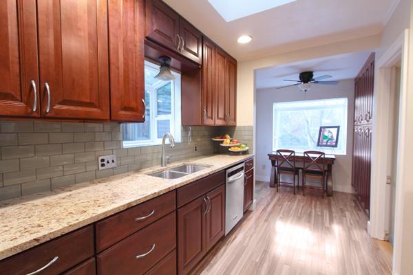 Cherry Kitchen Cabinets Carlton Door Style Cliqstudios