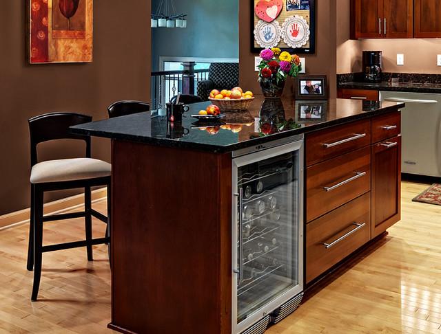 Cherry Kitchen Cabinets | Rockford Door Style | CliqStudios contemporary-kitchen