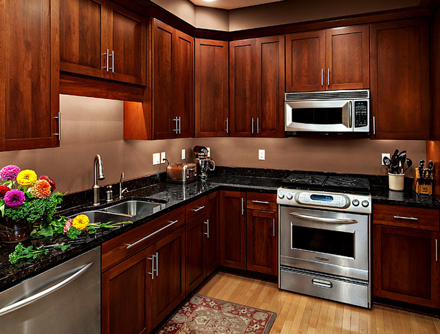 Cherry kitchen cabinets rockford door style for Cherry wood kitchen cabinets