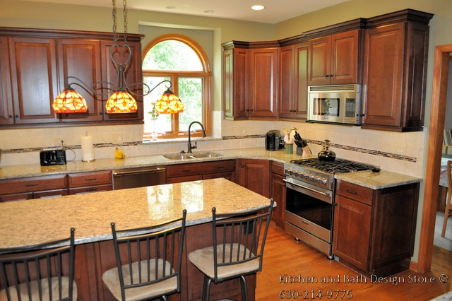 Cherry kitchen geneva il traditional kitchen for Bathroom remodeling stores chicago