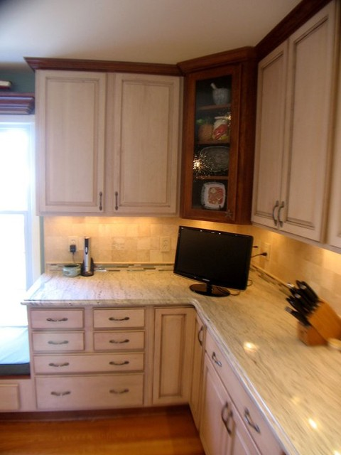 Cherry maple cabinets ambroisa white granite tile for Cherry and white kitchen cabinets