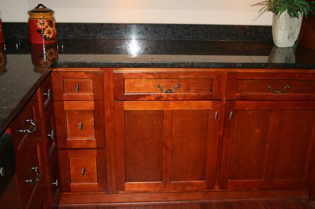 Cherry Shaker Kitchen Cabinets Home Design Traditional Kitchen