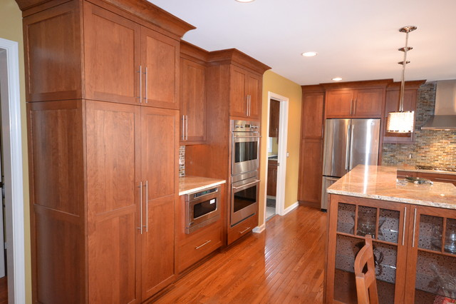 shaker crown molding kitchen cabinets 2