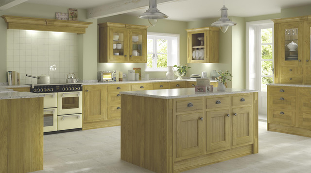 Chillingham solid oak style kitchen traditional for Country style kitchen b q