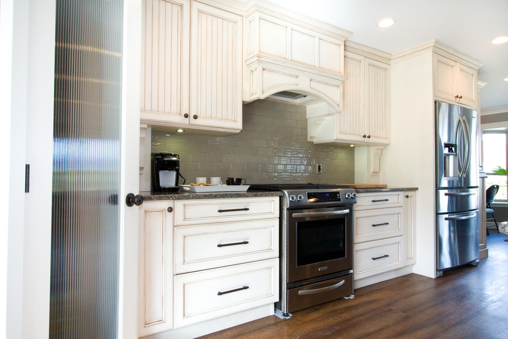 Chilliwack Central Traditional Kitchen Vancouver By Starline Cabinets