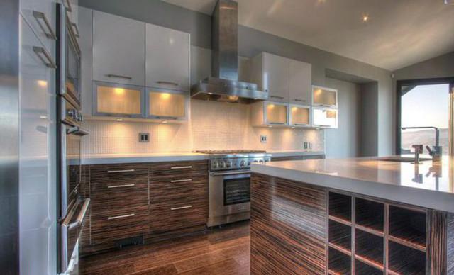 Chrissy & Co Design Savvy modern-kitchen
