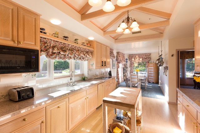Citrus Ranch Property One traditional-kitchen