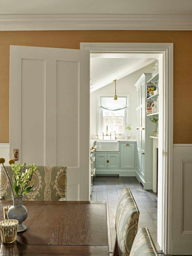 Kitchen - small traditional kitchen idea in London