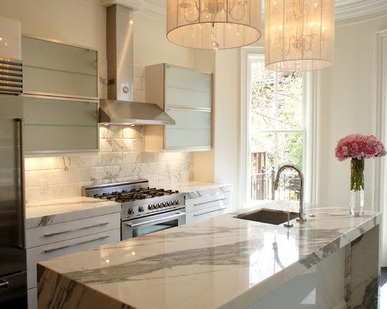 Brownstone kitchen home design ideas pictures remodel for Brownstone kitchen ideas