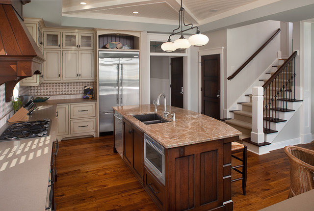 Inspiration for a large timeless u-shaped eat-in kitchen remodel in Grand  Rapids