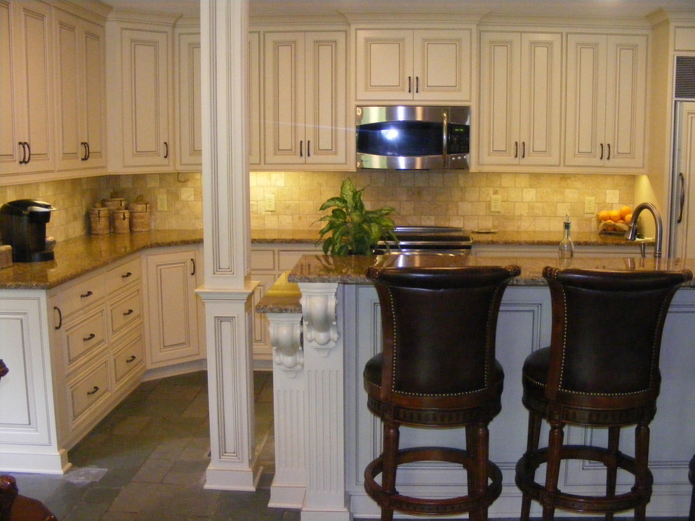 Clarksdale, MS Painted & Glazed Cabinets - Traditional ...