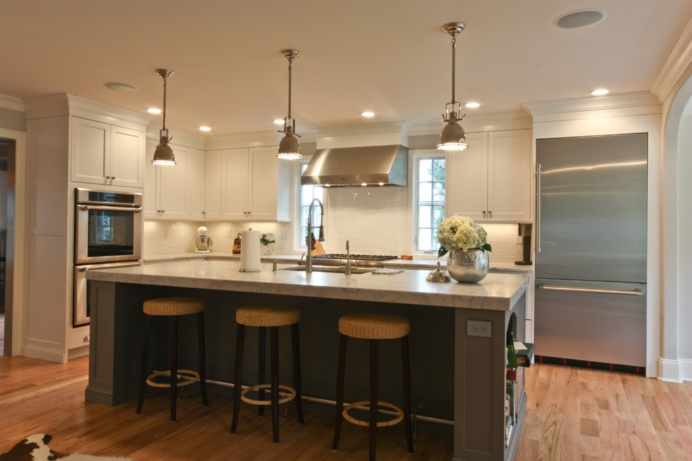 Example of a classic kitchen design in Newark