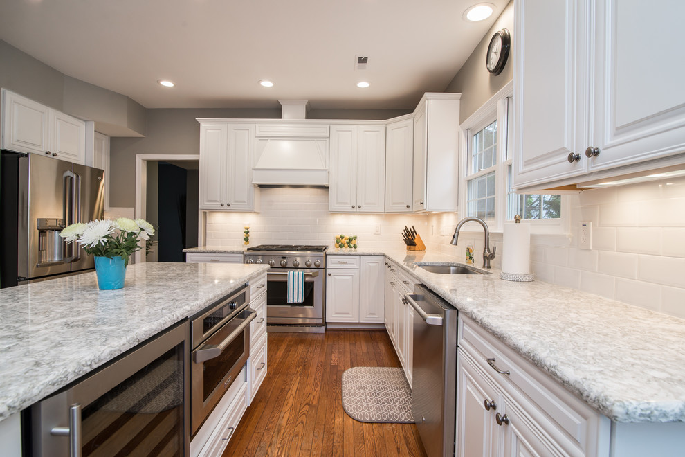 Inspiration for a contemporary kitchen remodel in DC Metro