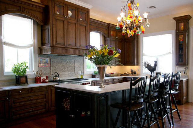 Classic cupboards traditional kitchens traditional for Classic kitchen cabinets inc