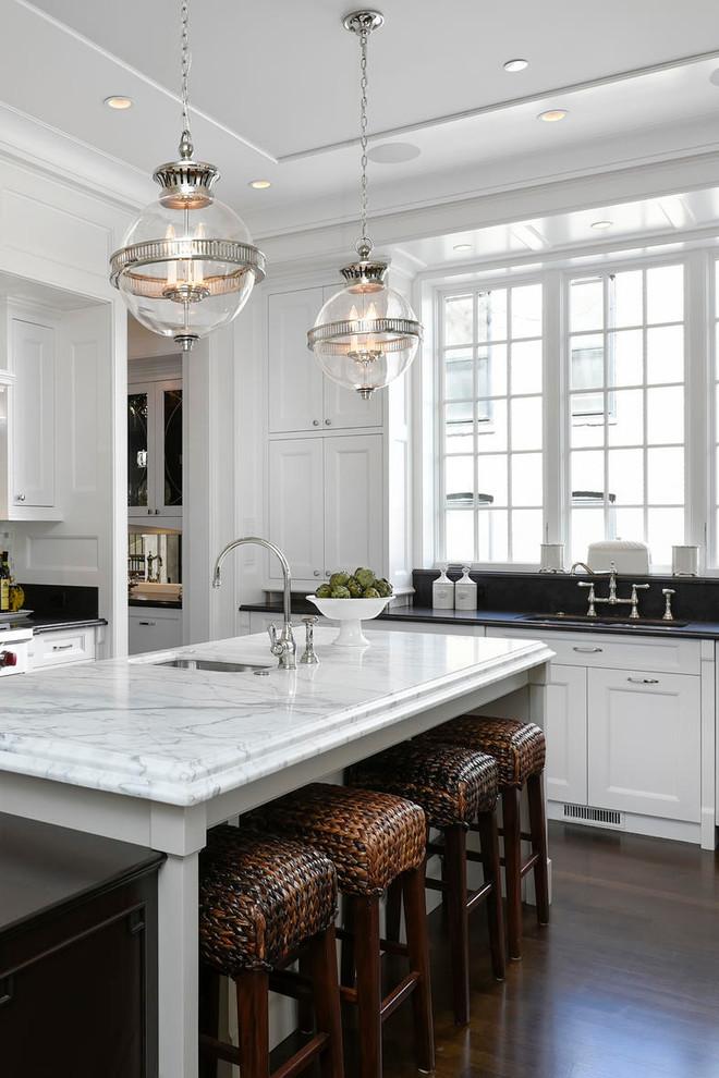 Elegant kitchen photo in Chicago with an island