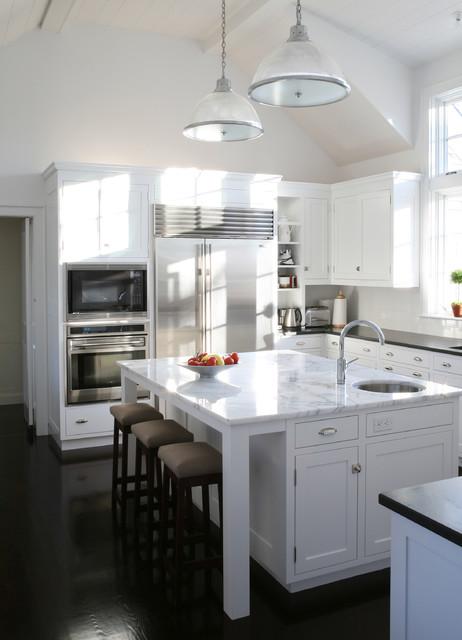 Classic Hyannisport Residence Kitchen traditional-kitchen