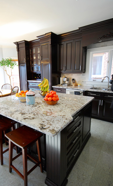 Classic kitchen cabinet traditional kitchen for Classic kitchen cabinets toronto