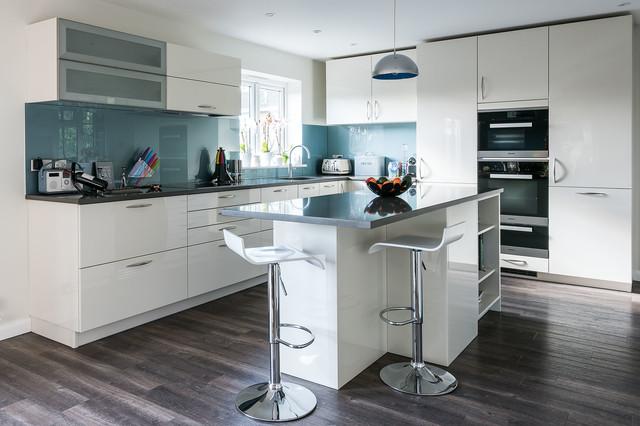 Classic schmidt kitchen by schmidt kitchens dorking - Schmidt kitchens ...