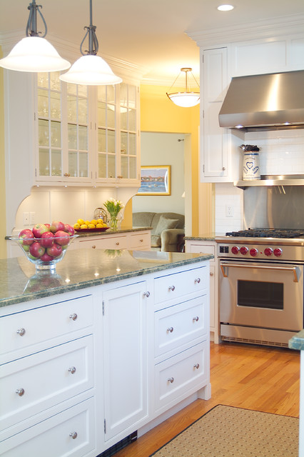 Classic Shaker Style White Kitchen traditional-kitchen
