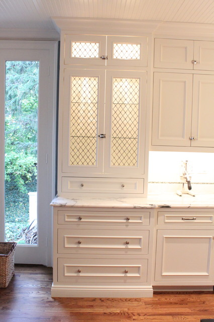 Classic white for Classic traditional kitchen