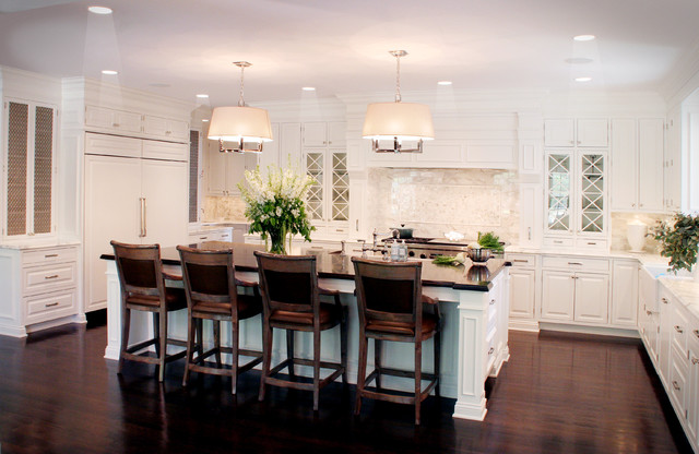 Classic white kitchen traditional kitchen cleveland for Kitchen designs houzz