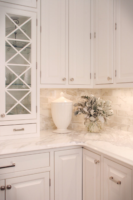 Classic white kitchen traditional kitchen cleveland for Classic white kitchen cabinets