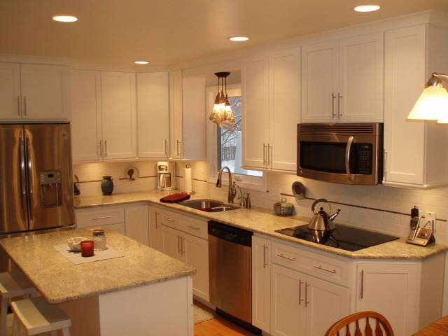Classic white kitchen traditional-kitchen
