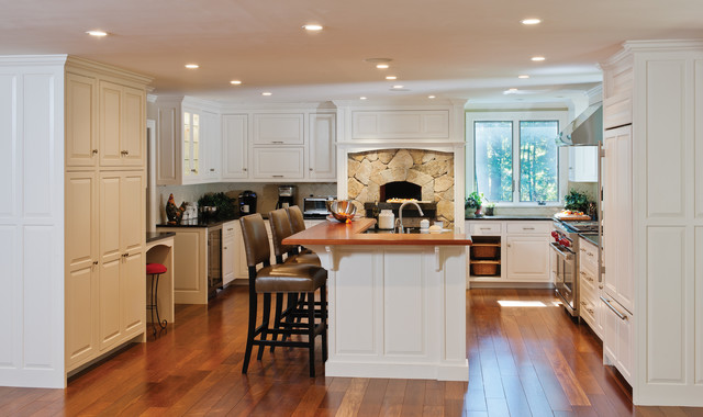 Classic White Kitchen With Pizza Oven Traditional Kitchen