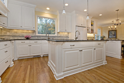 What backsplash do you use with the blue pearl granite for White kitchen cabinets with blue pearl granite