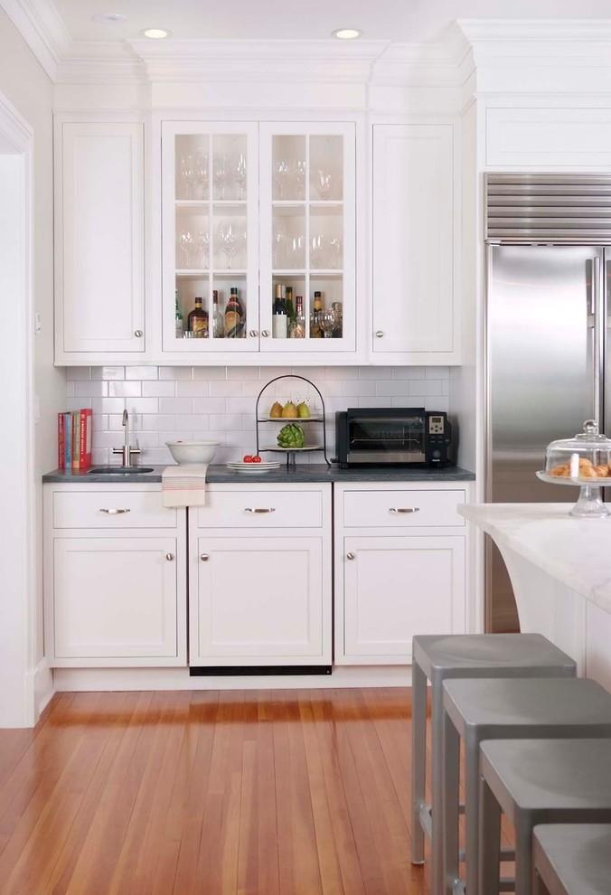 Elegant kitchen photo in New York