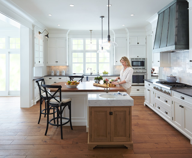 Classical nantucket dream home beach style kitchen for Beach style kitchen cabinets