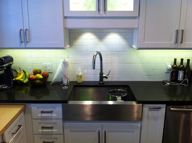 Classy white kitchen traditional-kitchen