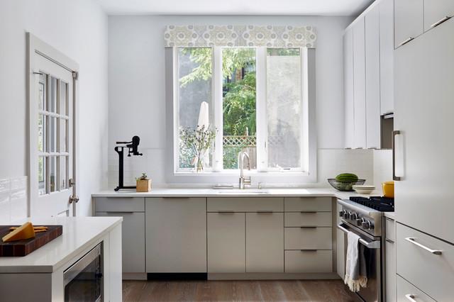 Clean and Crisp Modern Kitchen