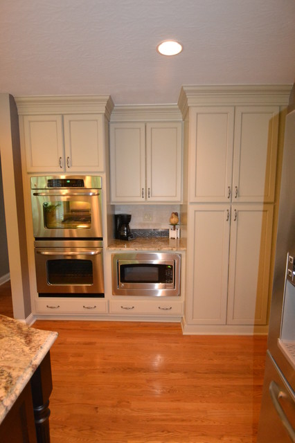 Clean and Crisp - Transitional - Kitchen - columbus - by The Jae Company