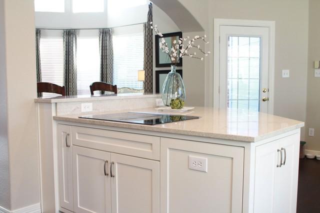 Clean & White Kitchen traditional-kitchen