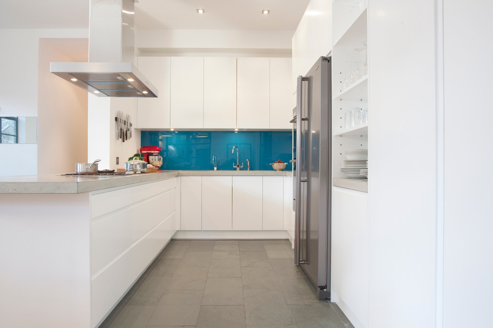 Inspiration for a modern kitchen remodel in London with stainless steel appliances