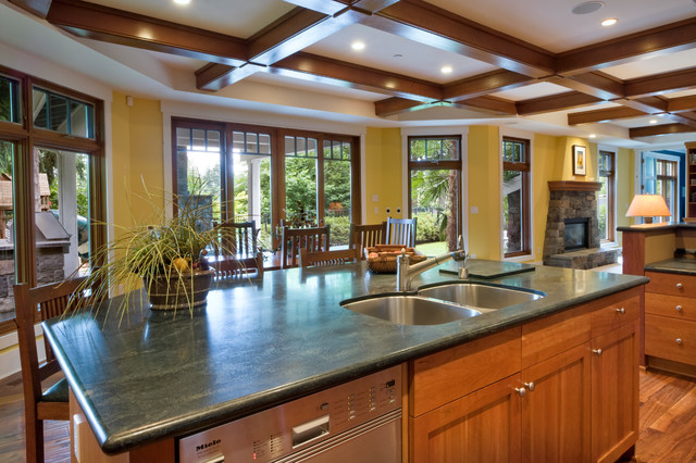Clyde Hill Custom #2 (Bellevue) traditional-kitchen