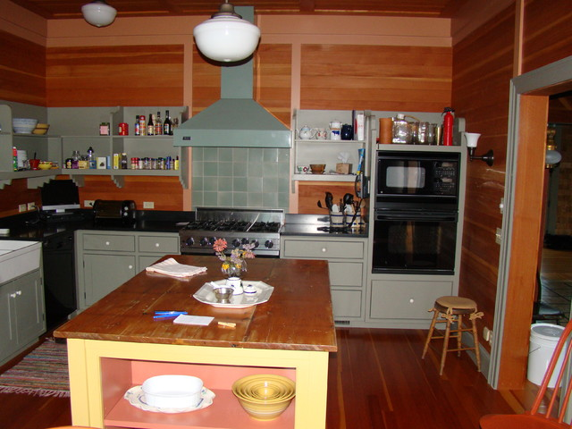 Coastal Cottage traditional-kitchen