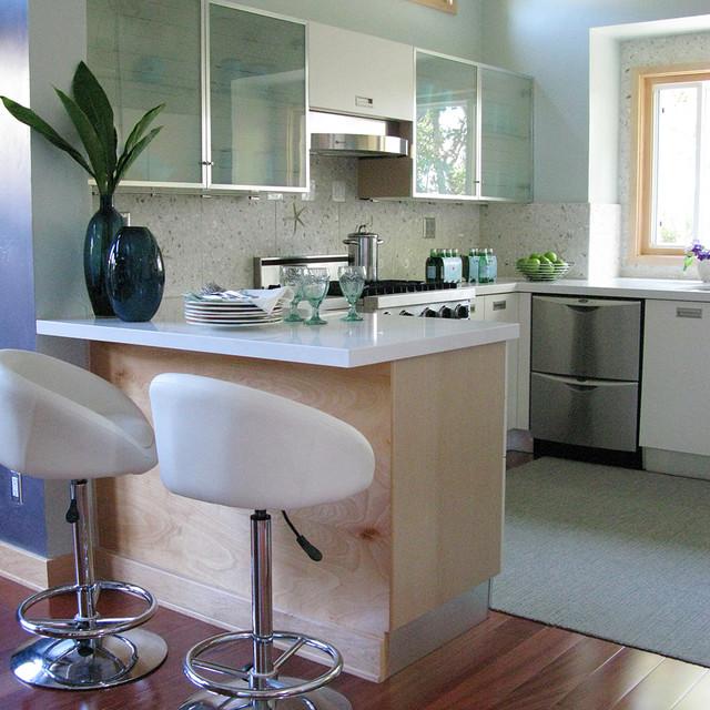 How To Design A Coastal Kitchen: Coastal Kitchen In Shades Of The Sea