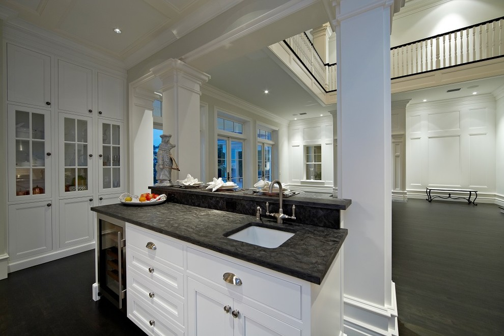 Inspiration for a coastal kitchen remodel in Tampa