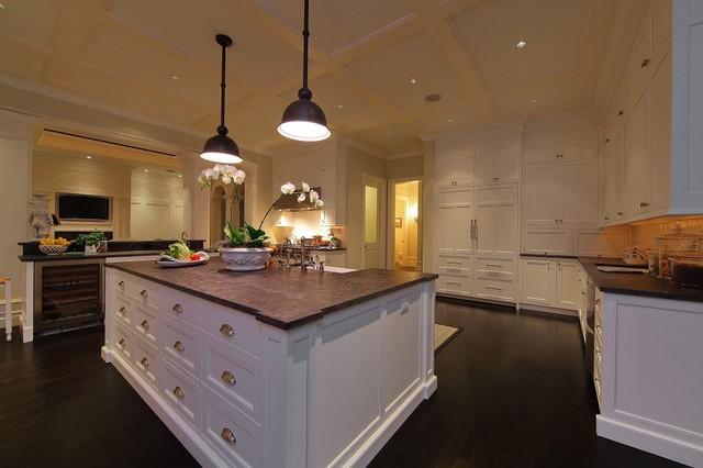 Kitchen - beach style kitchen idea in Tampa