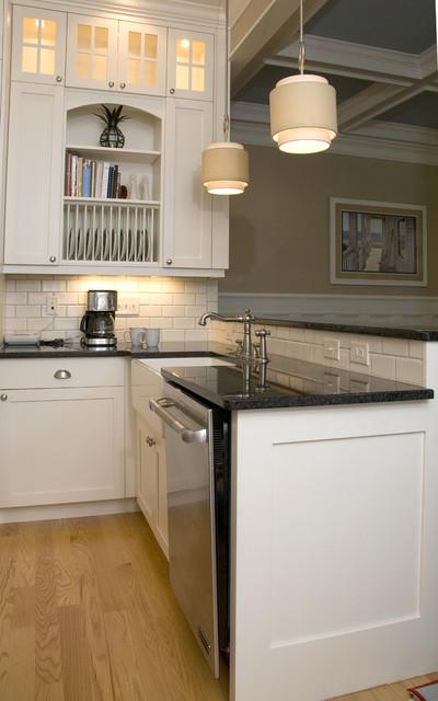 Coastal Retreat Kitchen traditional-kitchen