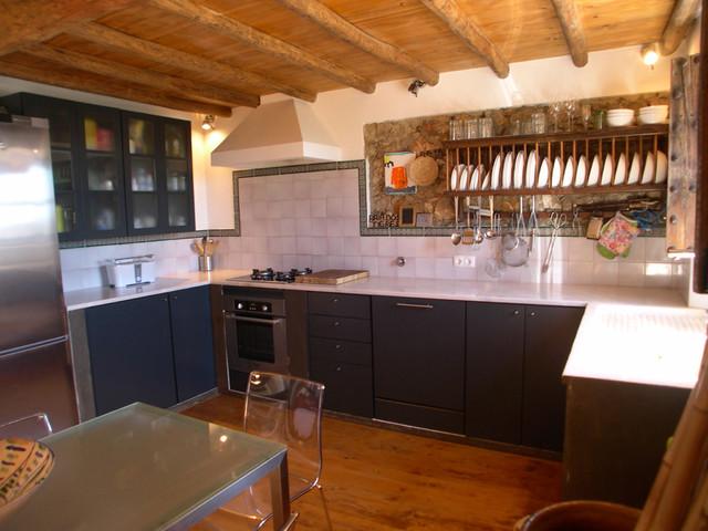 Cocina con muebles a medida rustic kitchen other - Medidas muebles de cocina ...