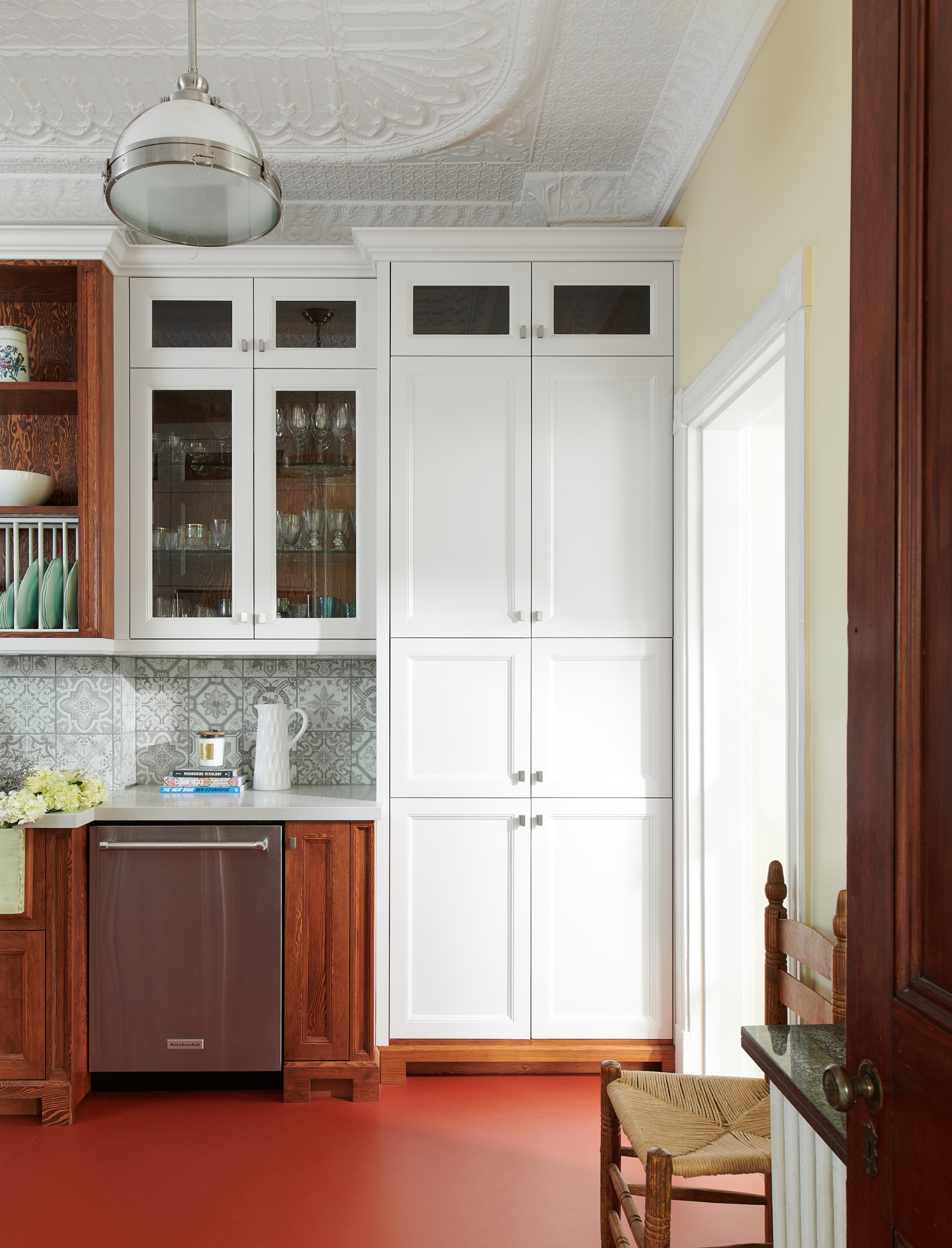 75 Beautiful Red Floor Kitchen Pictures Ideas March 2021 Houzz