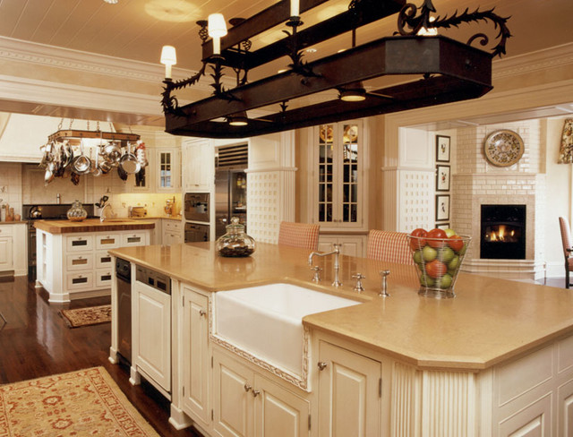 Colonial kitchen traditional-kitchen