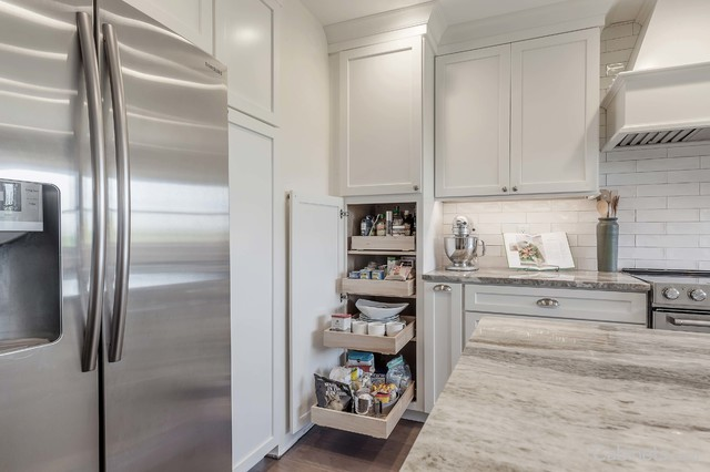 Colonial Maple Bright White Cabinets Cabinets Com Modern Kitchen Tampa By Cabinets Com Houzz Ie