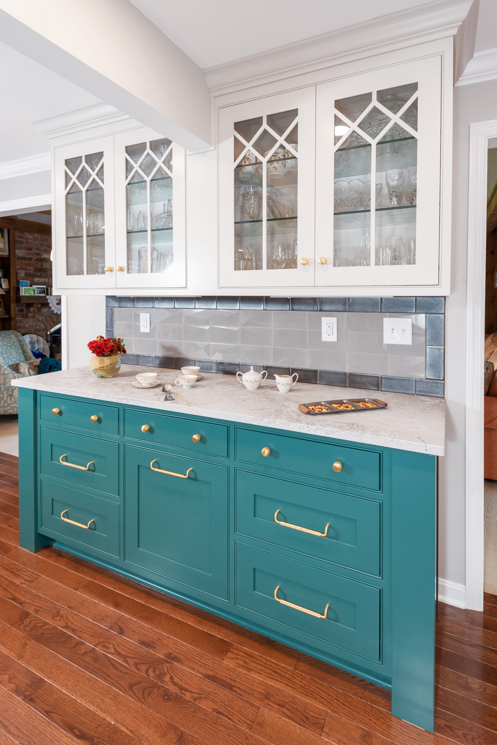 Colonial Transitional Kitchen