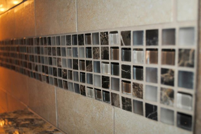 Colorado Buff Honed Subway Tile With Glass Accent