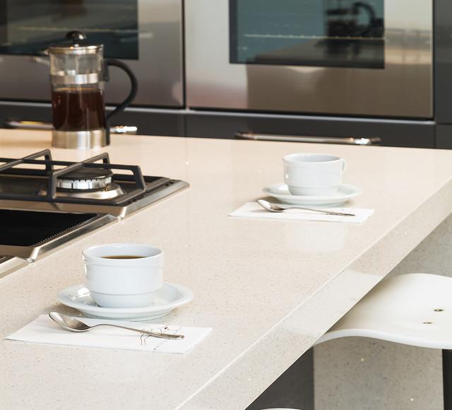 Kitchen Counters Montreal: Comptoirs Quartz Countertops