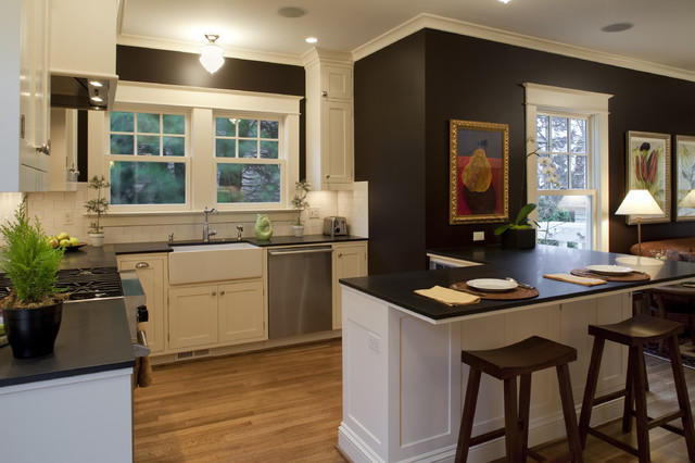 Contemporary Colonial Kitchen craftsman-kitchen